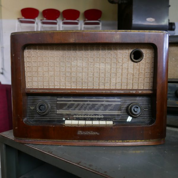 Bruine houten radio