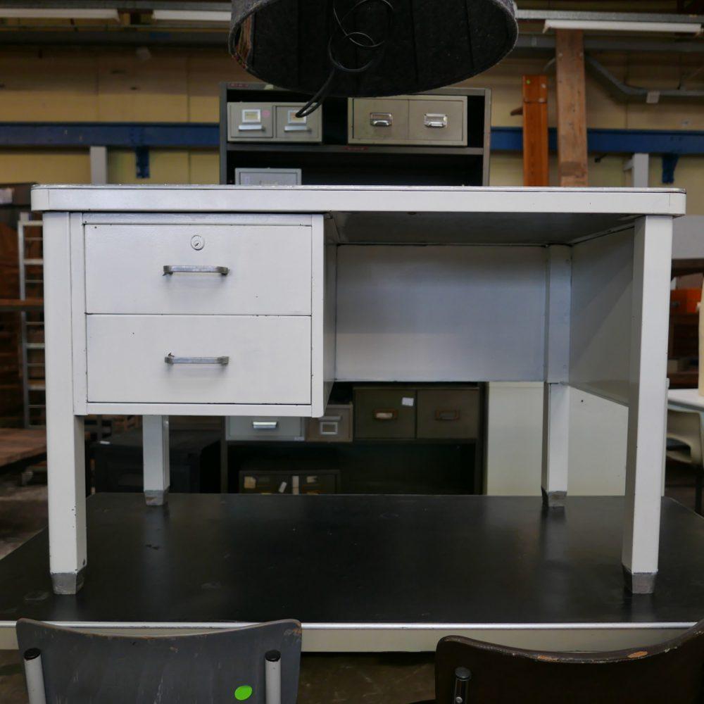 Wit metalen vintage bureau