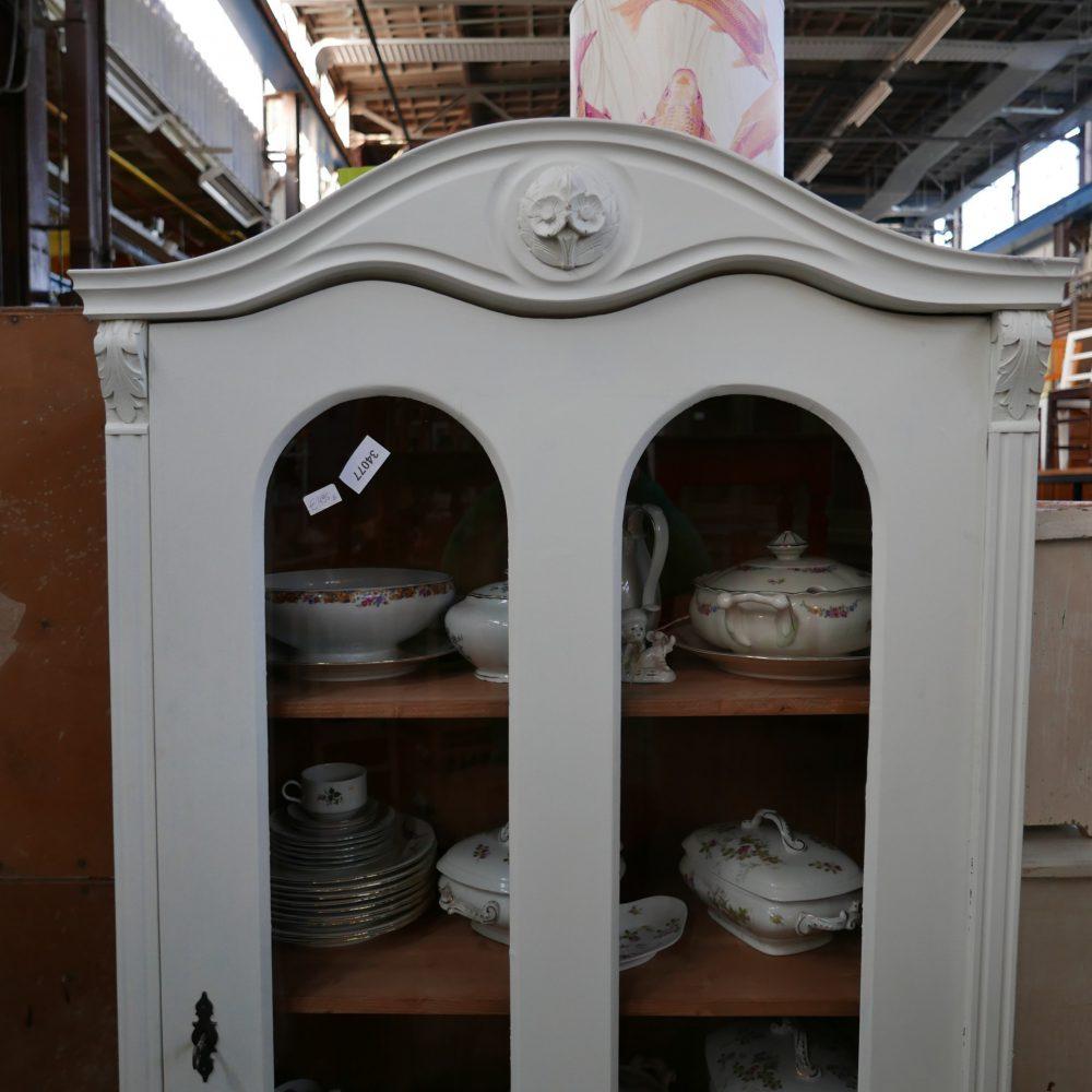Witte vitrinekast