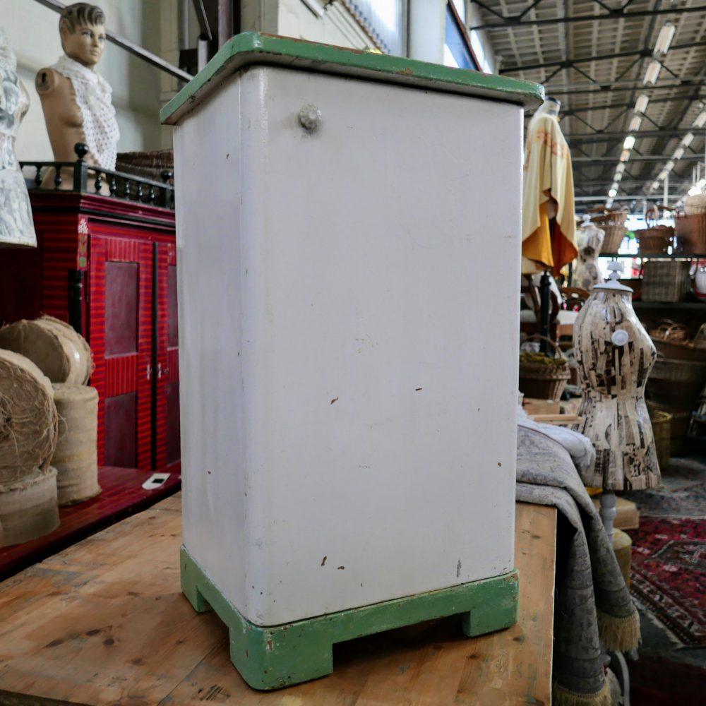 Wit-groen houten kastje