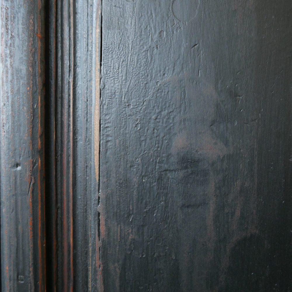 Zwarte vitrinekast