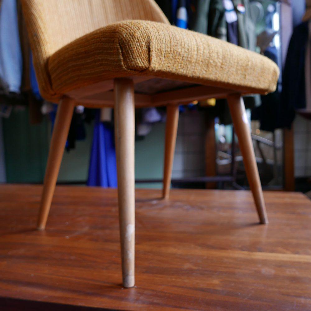 Geel retro stoeltje