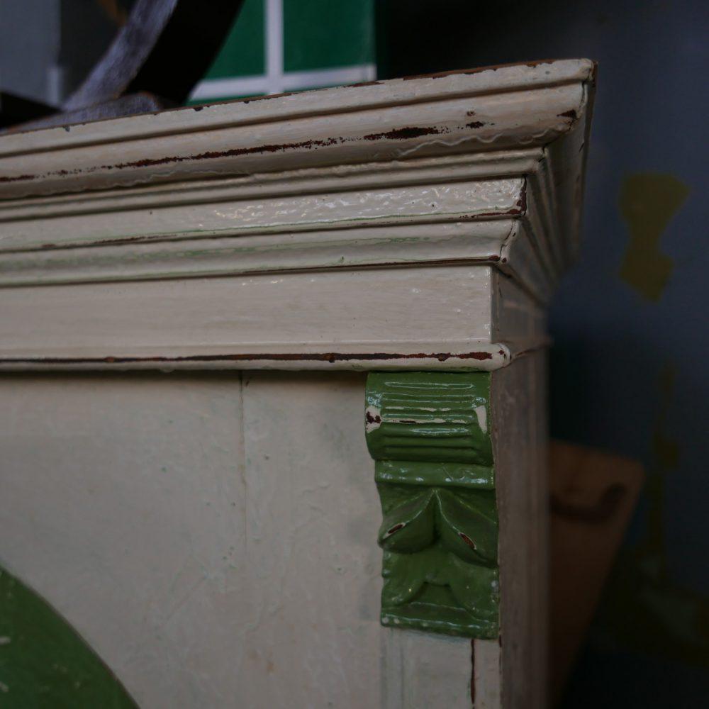 Crème-groene linnenkast