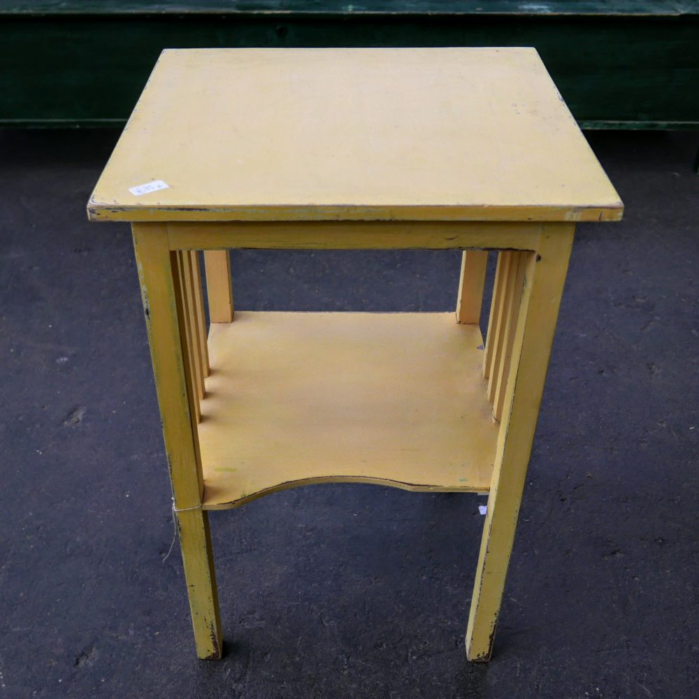 Geel tafeltje