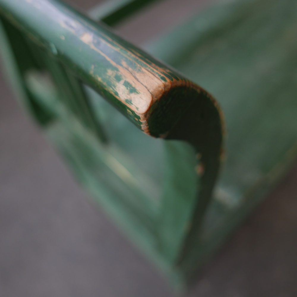 Groene houten klepbank
