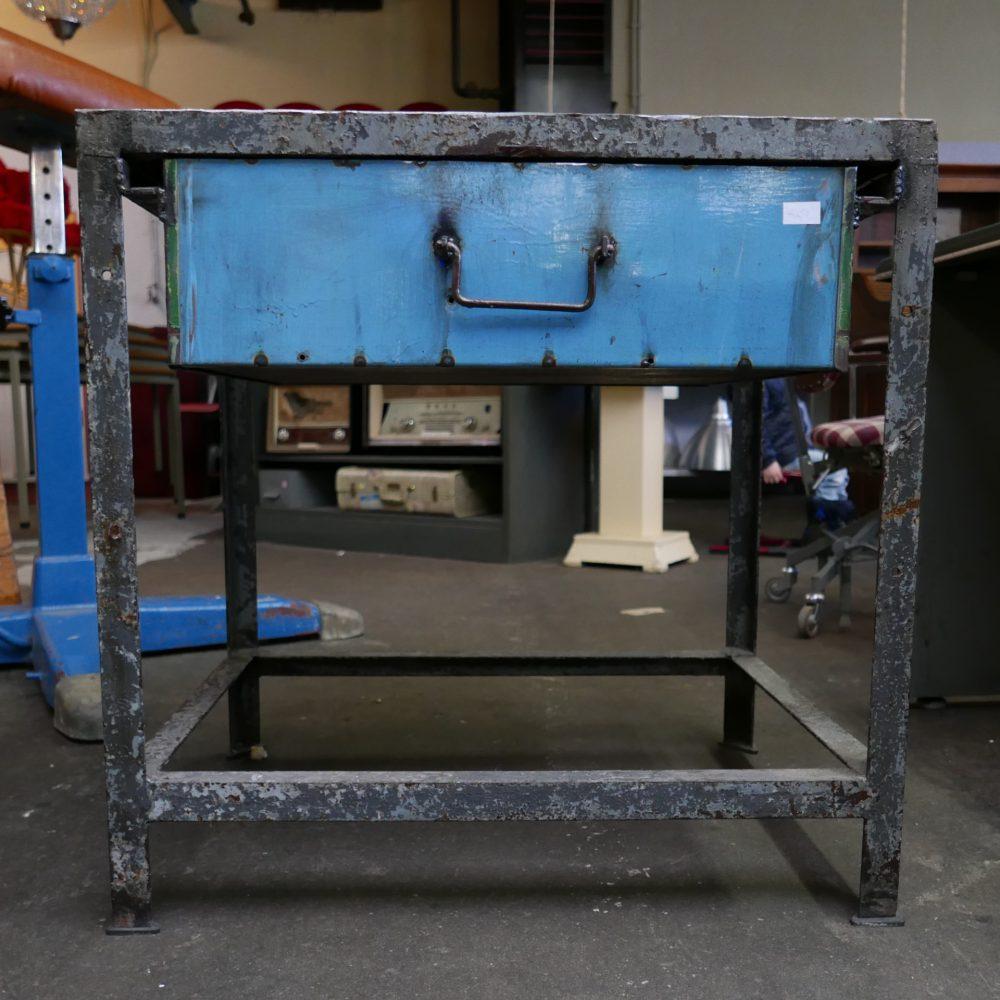 Metalen tafeltje