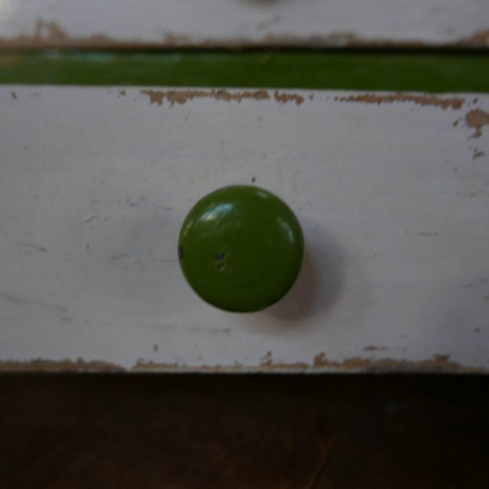 Wit-groen hangkastje