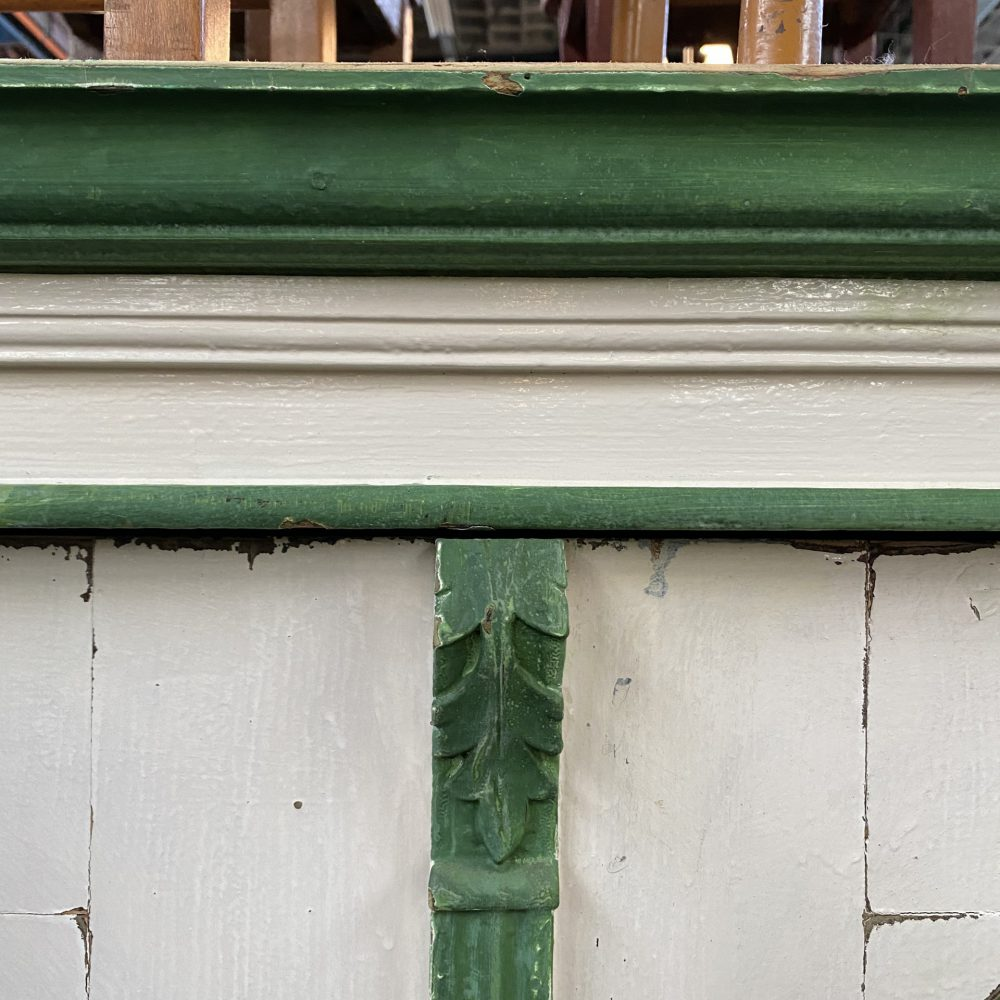 Groen-witte linnenkast