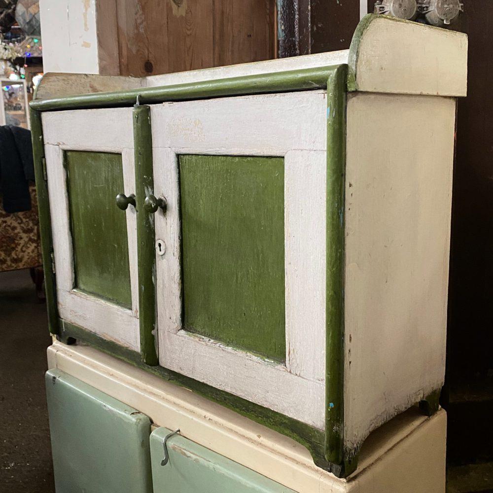Groen houten kastje