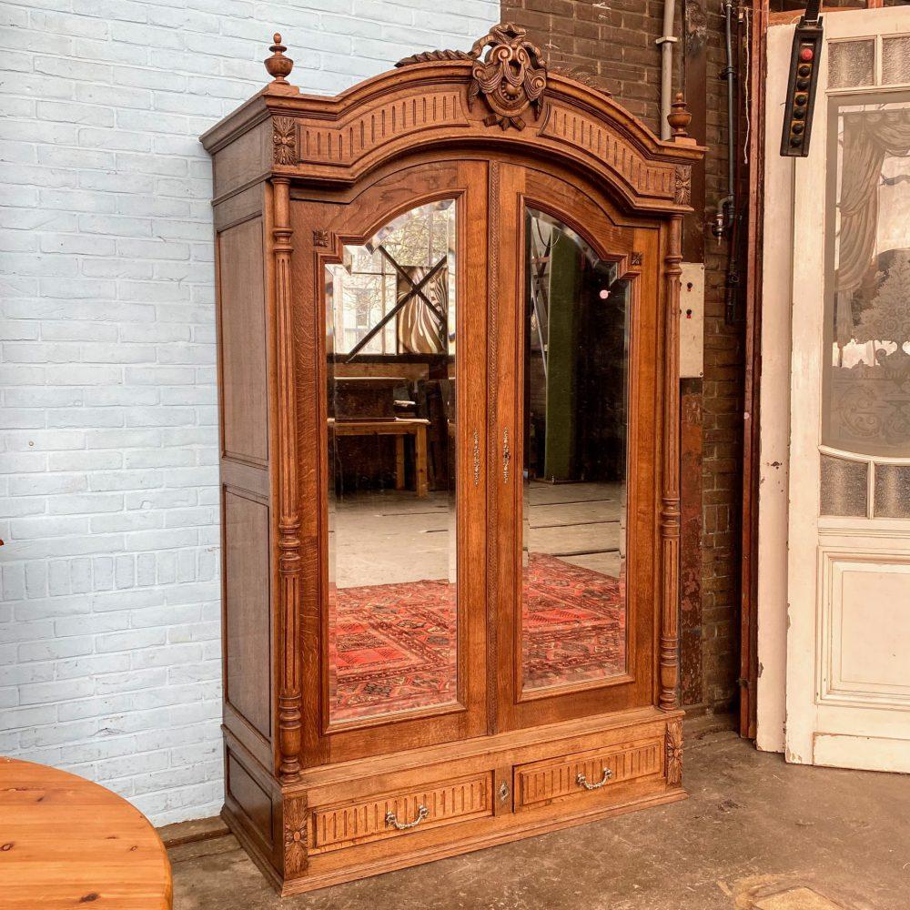Antieke spiegelkast linnenkast
