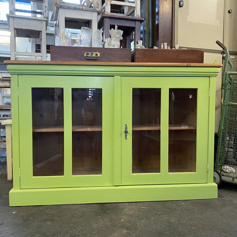 Groen houten dressoir