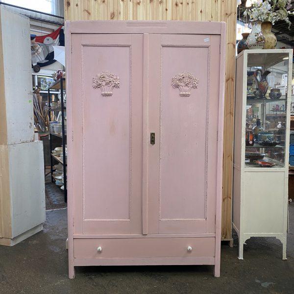 Brocante roze linnenkast