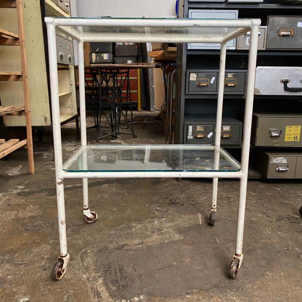Metalen glazen dokters tafel