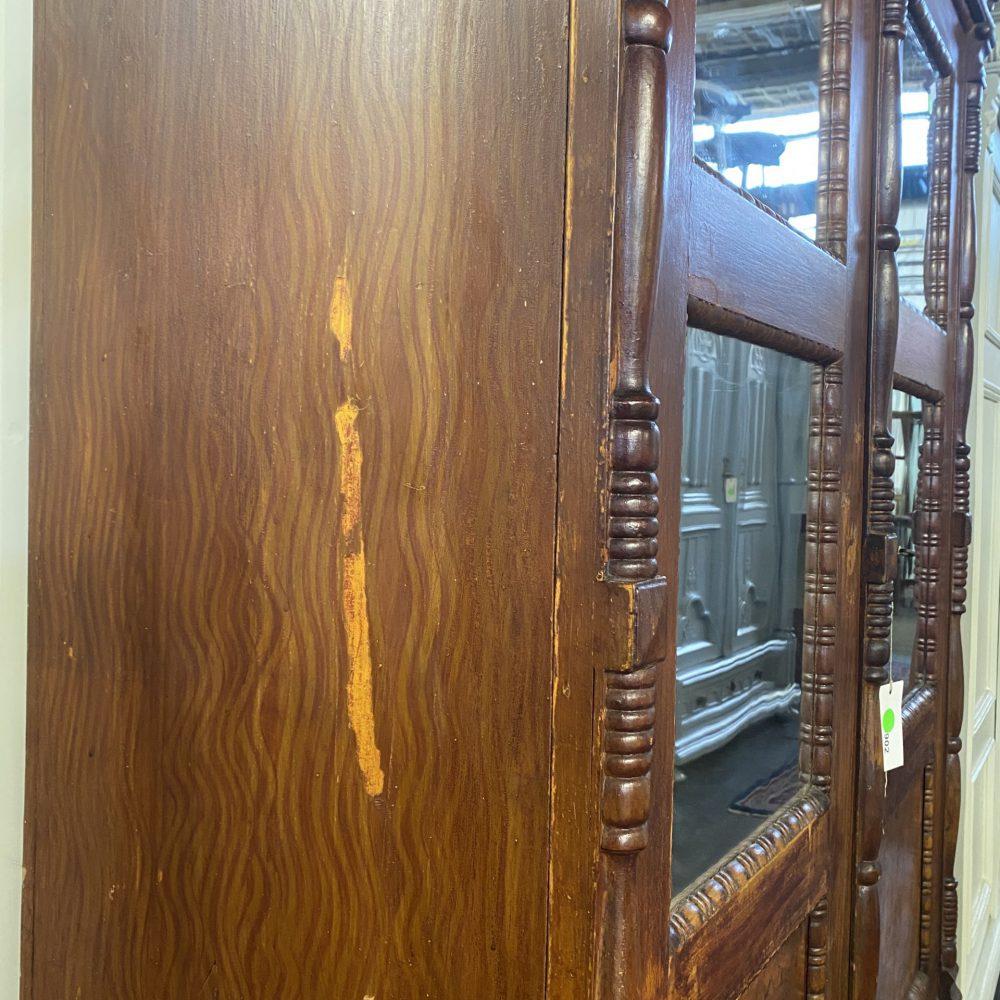 Bruine spiegelkast