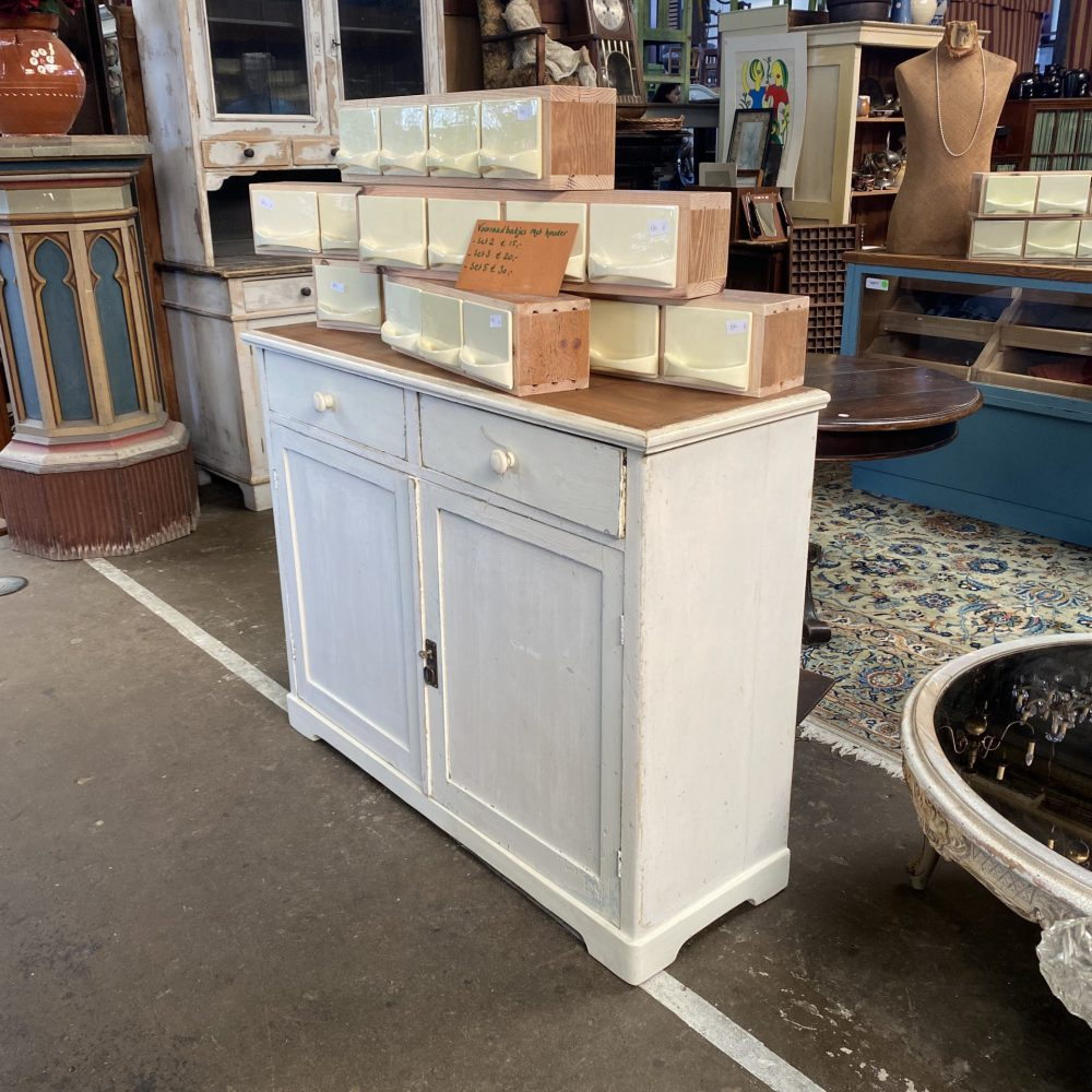 Witte commode