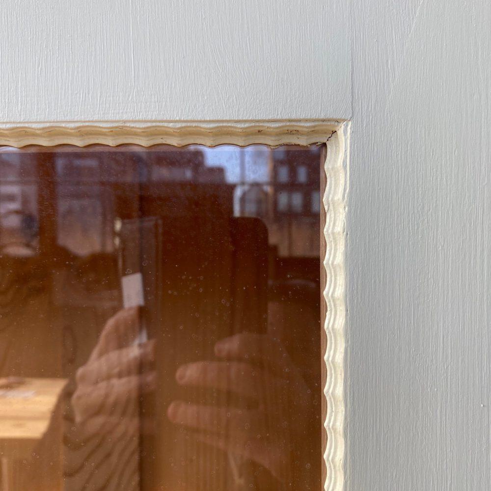 Crème-witte vitrinekast