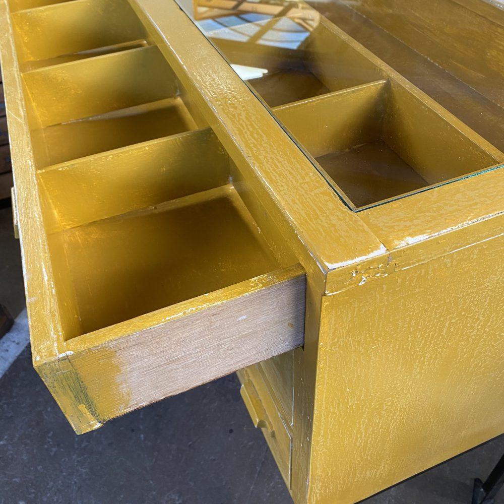 Gele toonbank