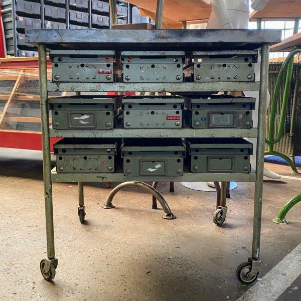 Metalen trolley met lades