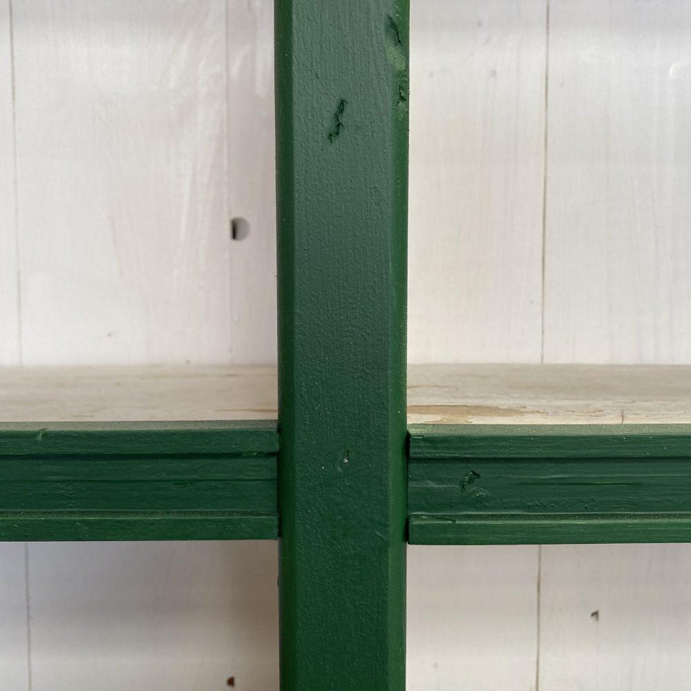 Wit-groene winkelkast