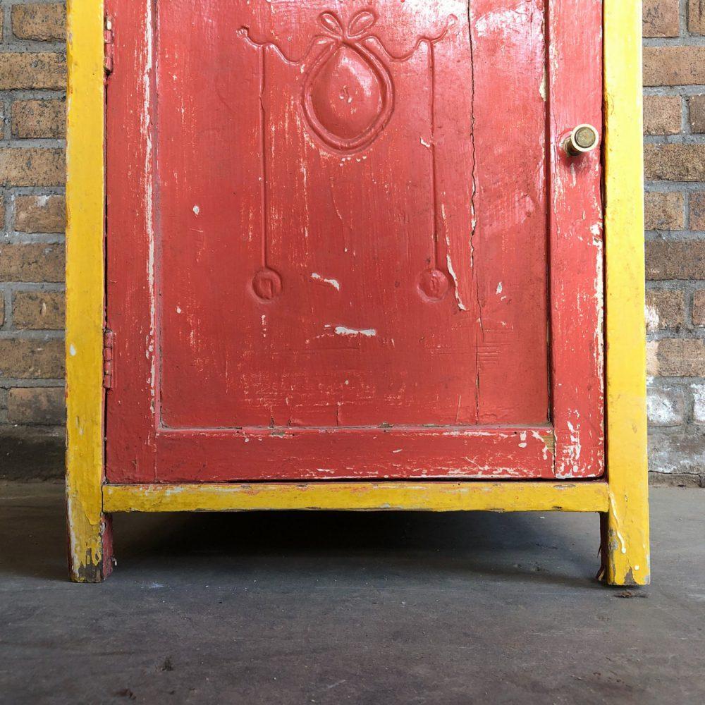 Rood-geel kastje