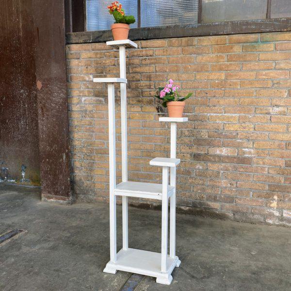 Witte houten plantentafel