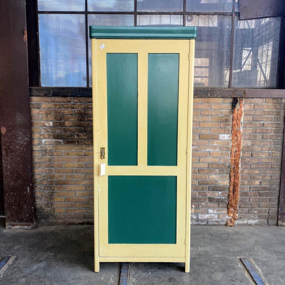 Geel-groene linnenkast
