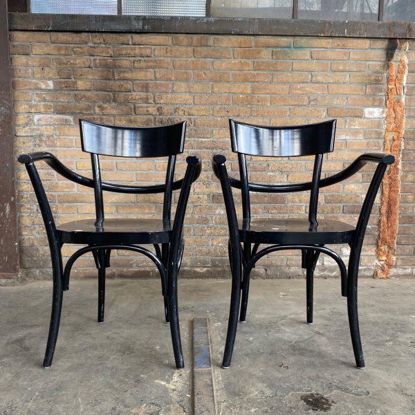 Zwarte houten stoel