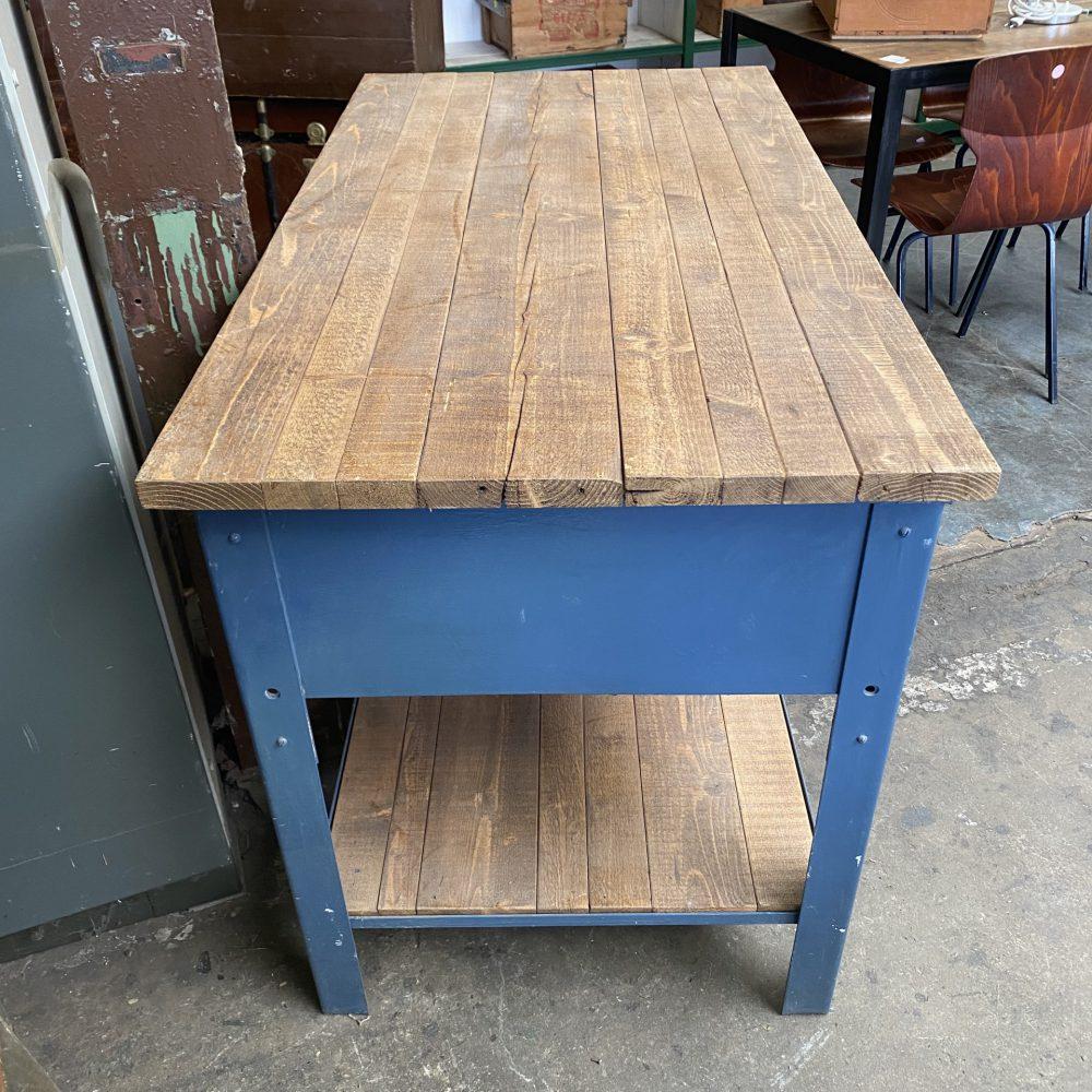 Blauw metalen werkbank werktafel