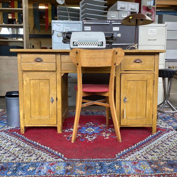 Geel houten bureau