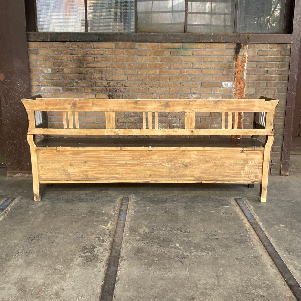 Bruine houten klepbank