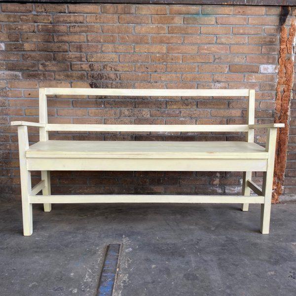 Crème kleurige houten bank
