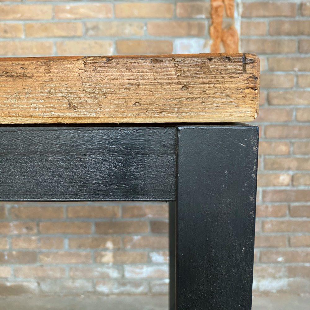 Industriële tafel met oud tafelblad