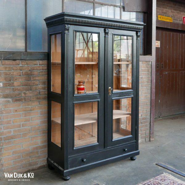 Vintage zwarte vitrinekast