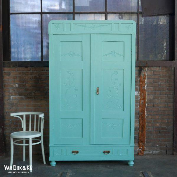 vintage blauwe kast
