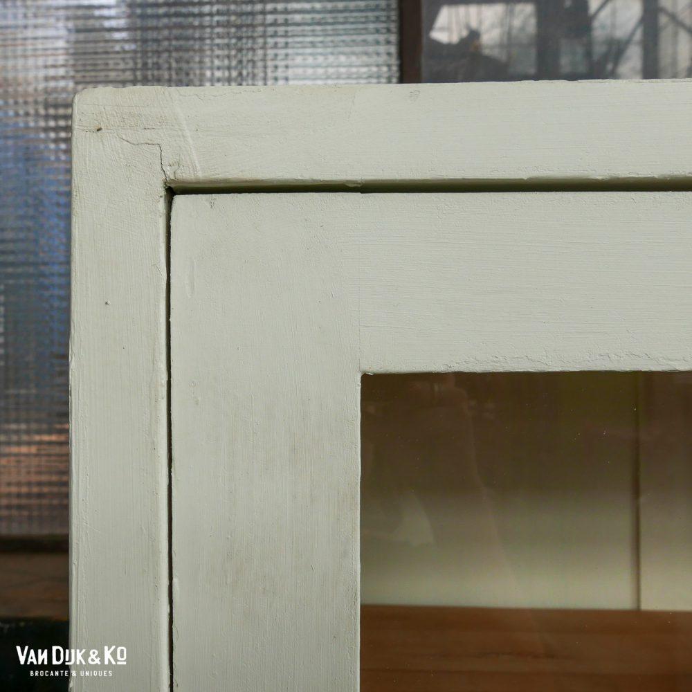 vintage witte vitrinekast