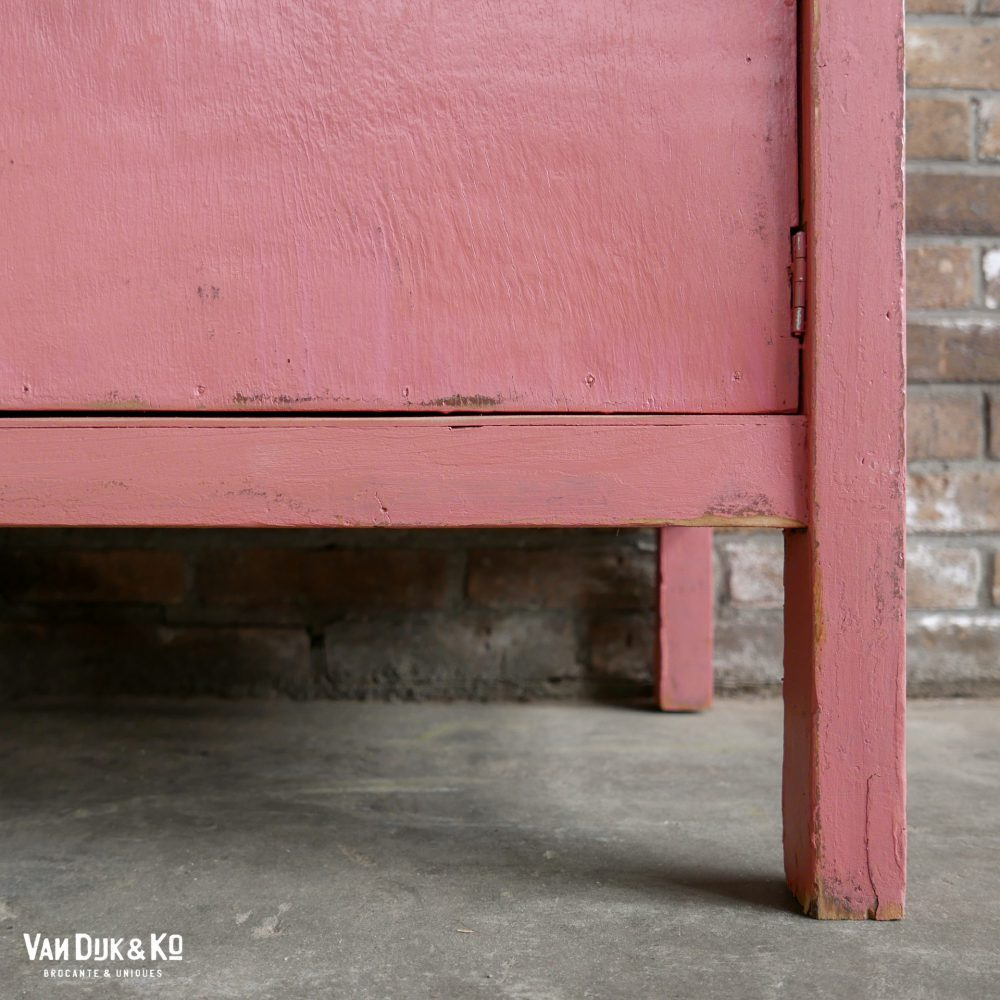 vintage roze stellingkast