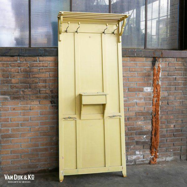 vintage kapstok geel