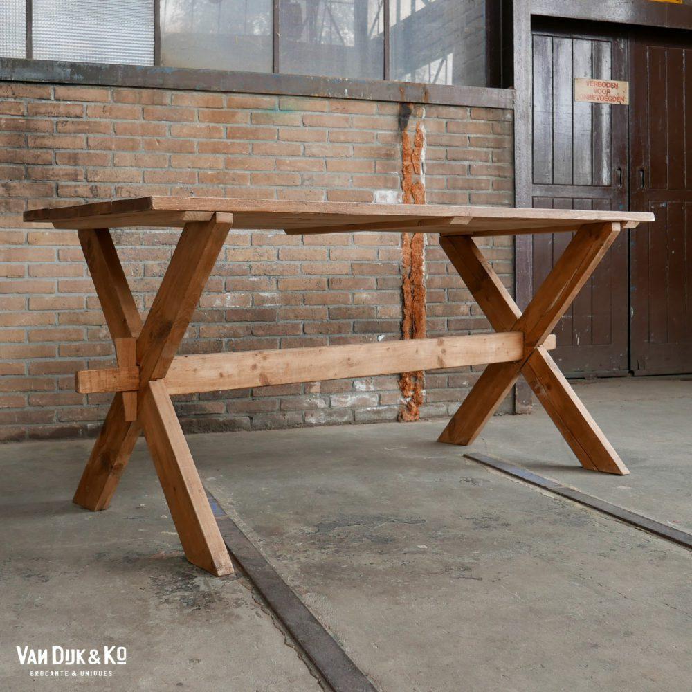 Vintage kruispoot tafel