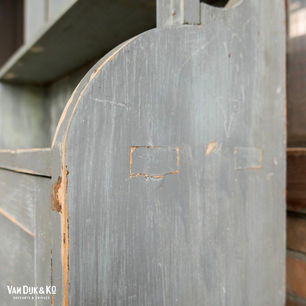 grijze vintage stellingkast
