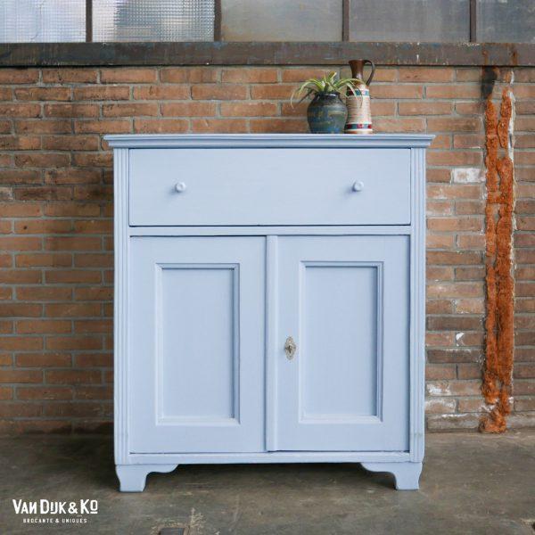 vintage blauw kastje