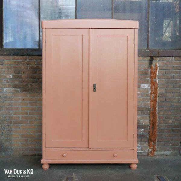 vintage roze kast