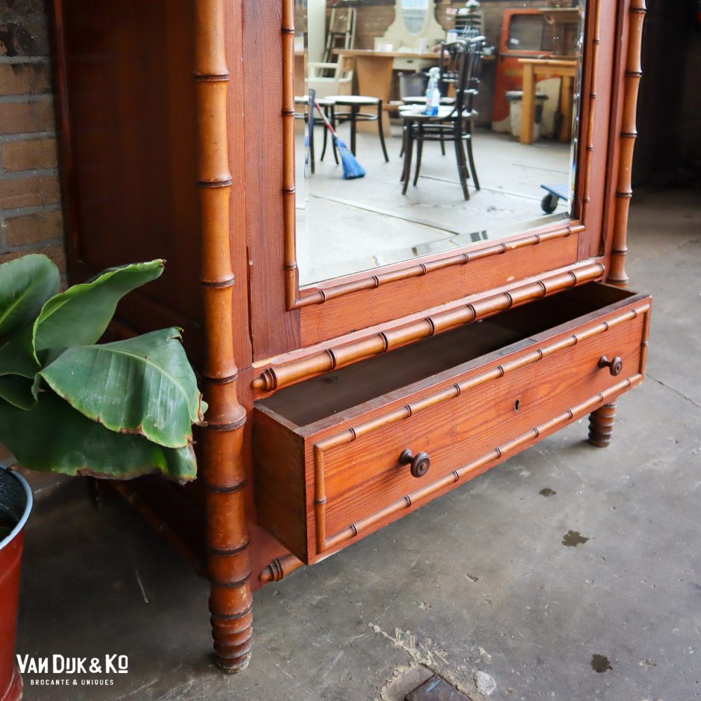 faux bamboo kast