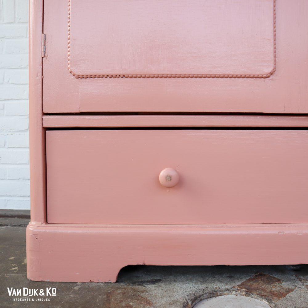 Roze linnenkast