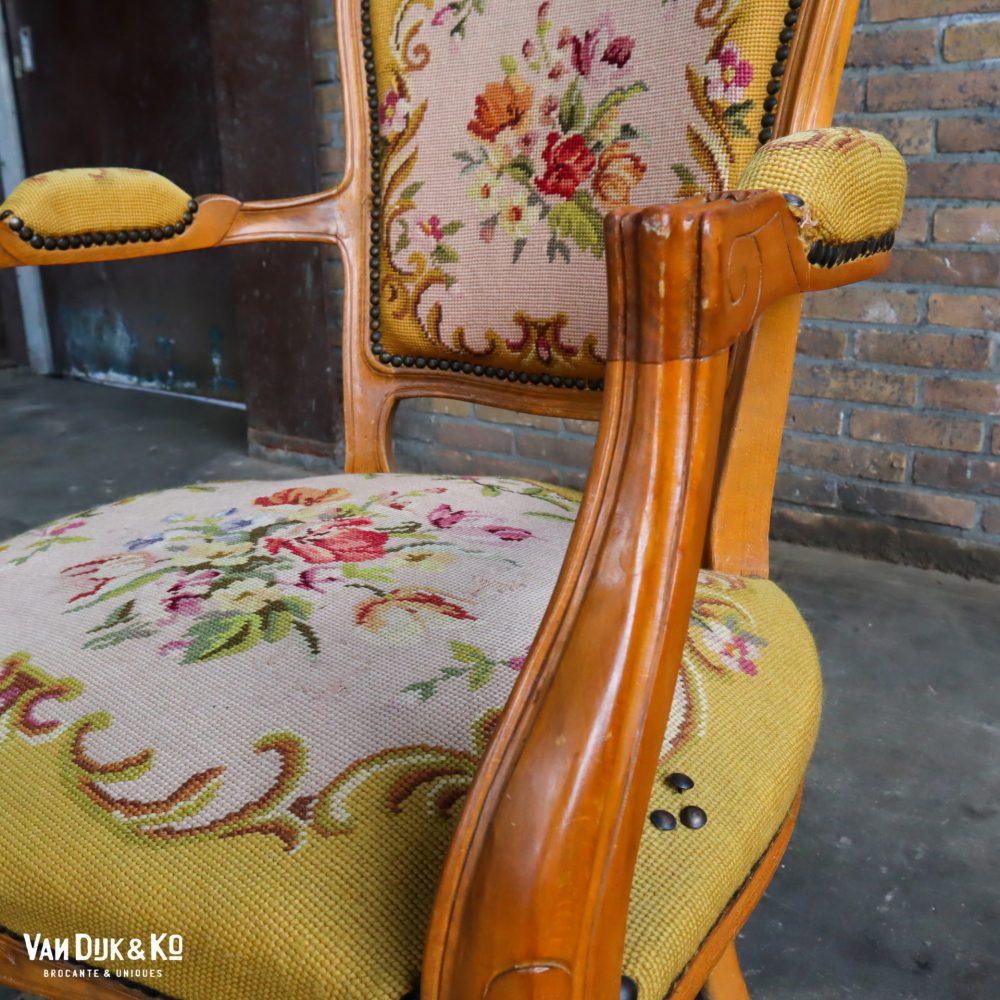 Gele Louis XV stoel