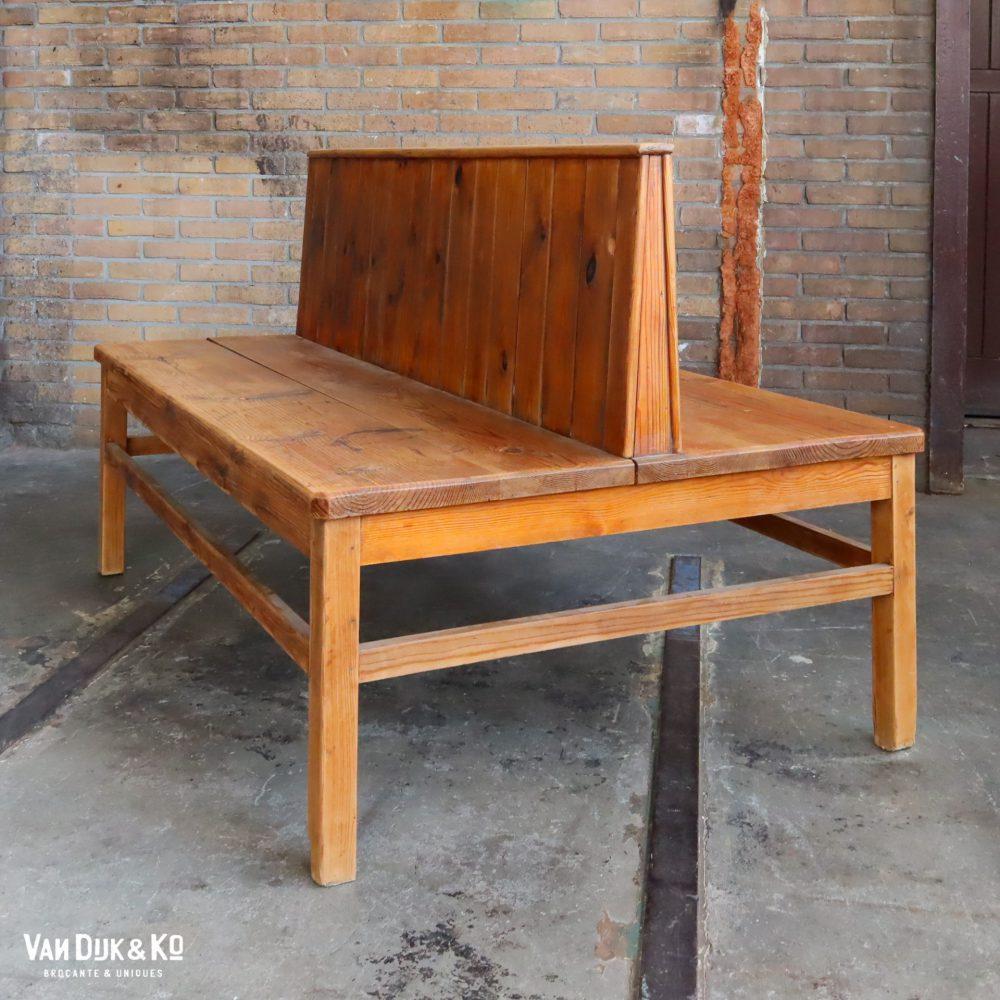 houten stationsbank