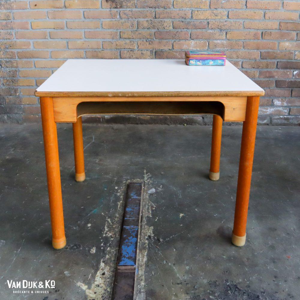 Vintage schooltafeltje + stoeltje