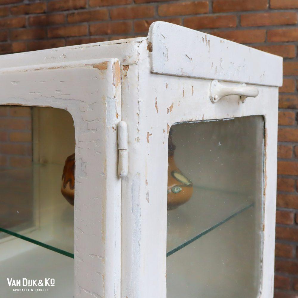 Brocante houten vitrinekastje