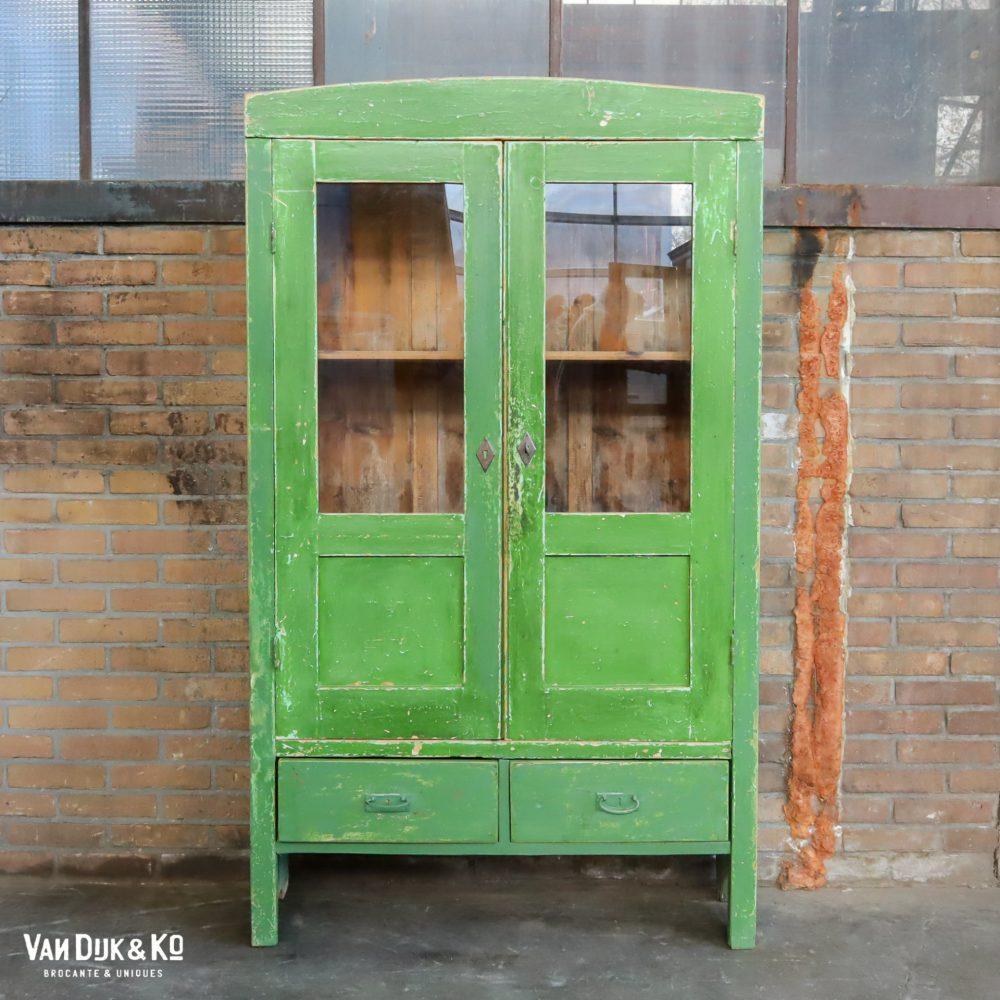 Brocante groene vitrinekast
