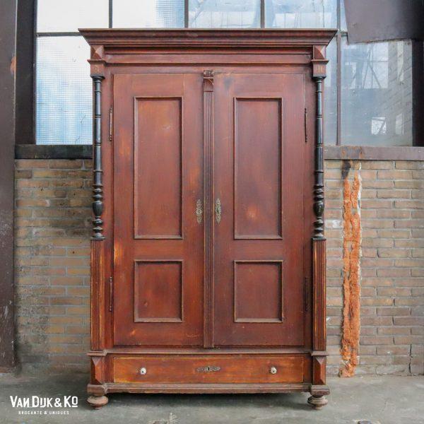 Vintage houten linnenkast