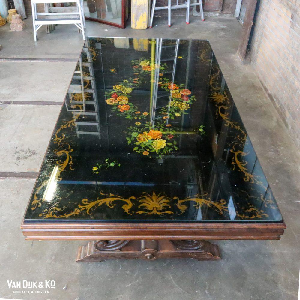 Vintage tafel met beschilderd blad